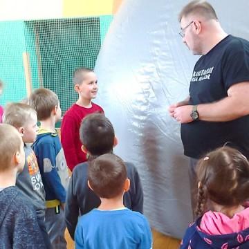 Lekcja w objazdowym planetarium w ramach Nowoczesnej Edukacji