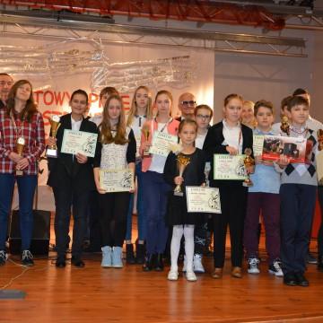 Grupowe zdjęcie uczestników przeglądu