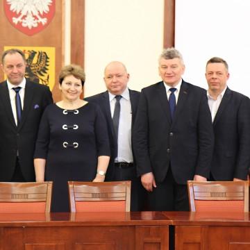Niemal 3.000.000 zł na politykę senioralną w gminach powiatu słupskiego