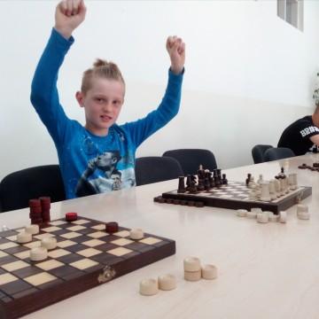 Rozgrywki w szachy i warcaby w Szkole Podstawowej w Potęgowie