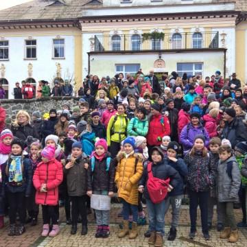 Kilkuset uczestników rajdu pieszego w Runowie
