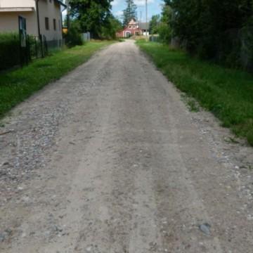 droga w Malczkówku o nawierzchni z kruszywa drogowego wykonana w ramach inwestycji -